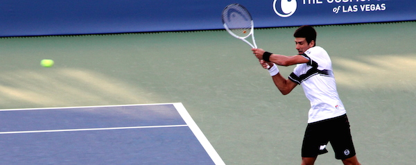 テニス肘バックハンド