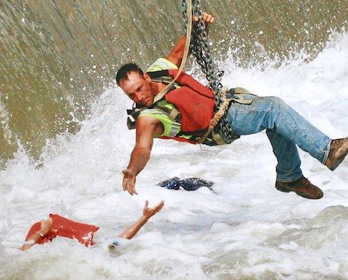 溺水事故の応急処置法。水難事故救助後の心肺蘇生とAEDの方法