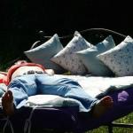 枕の高さと素材で選び方を考える。首・肩こり防ぐためにも